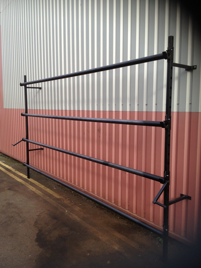 4 ROLL WALL FIXING CARPET STAND 4M
