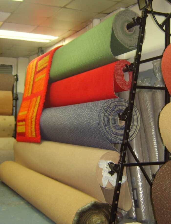 5 ROLL SINGLE SIDED CARPET STAND 4M