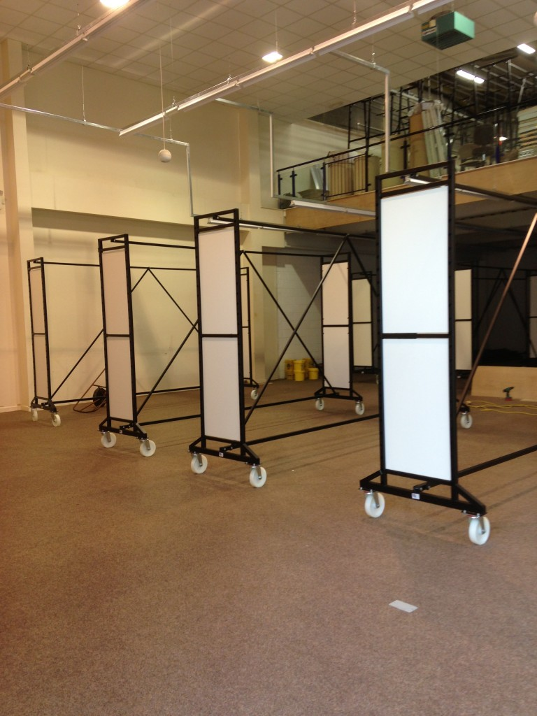 8 ROLL ISLAND CARPET STAND 4M WITH END PANELS