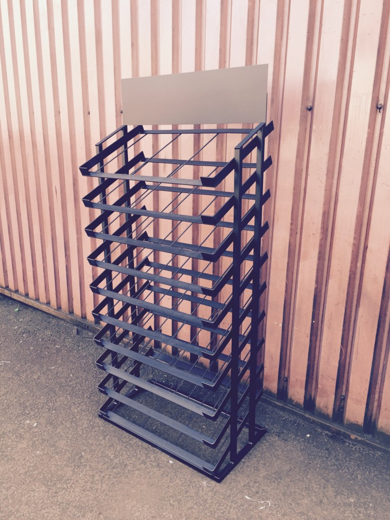 10 TIER MAT STAND WITH HEADER