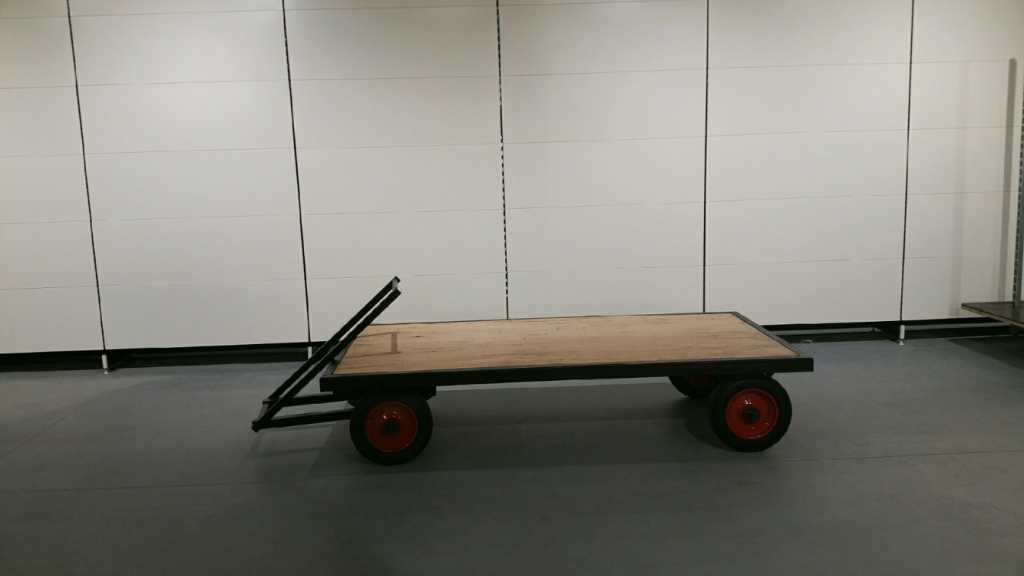 TURNTABLE FLAT BED TRUCK